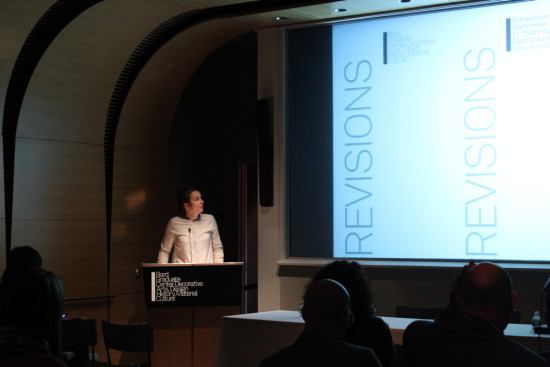 3.Hanna Hölling delivers opening remarks at the symposium.