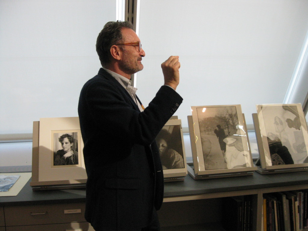 Gary Schneider discusses the work of Nan Goldin during a visit to the Art Study Center, Image: Jessica Williams