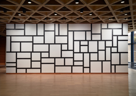 Installation view of Sol LeWitt's Wall Drawing #614, 1989, Yale University Art Gallery, New Haven, CT. Image: Courtesy of Yale University Art Gallery, © Estate of Sol LeWitt.