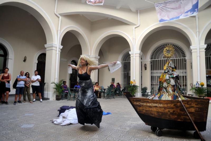 Dell Marie Hamilton, Blues/Blank/Black, 2019 performance in Rios Intermittentes exhibition